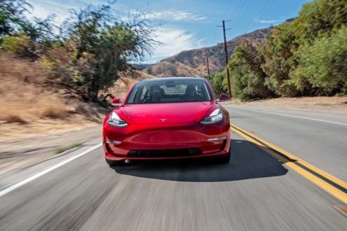 Model 3'ün kilidini açan uygulama nasıl çalışıyor?