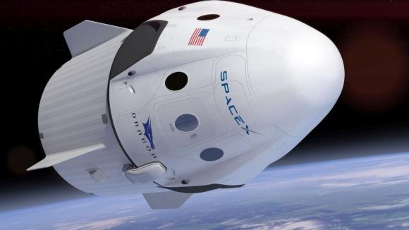 Elon Musk SpaceX uzay giysisini gösterdi!