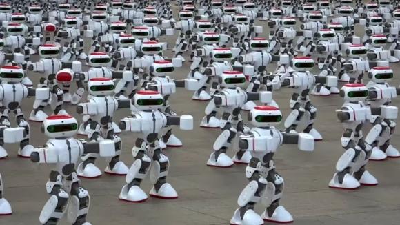 Dans eden bin robot rekor kırdı!