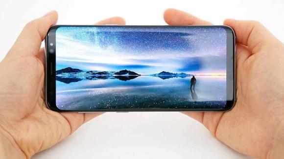 Galaxy S8 Plus indirimde!
