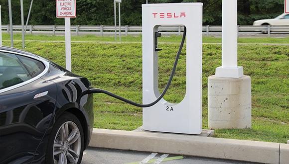 Tesla'dan kasırga için batarya güncellemesi!