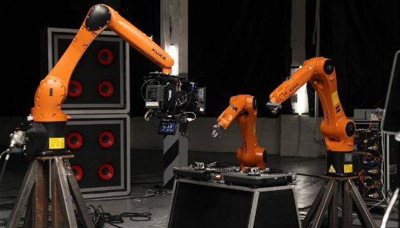 Robotlardan oluşan müzik grubu!