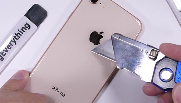 iPhone 8'in başına gelmeyen kalmadı!