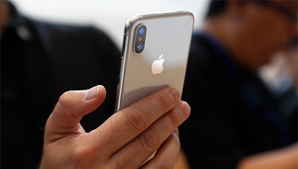 Apple, iPhone X için temkinli davranıyor!