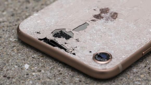 iPhone 8 arka camını kırmayın!