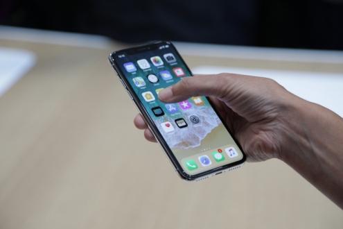 iPhone X için 60 bin dolar istiyor!