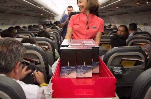 Uçakta 200 Galaxy Note 8 hediye edildi!