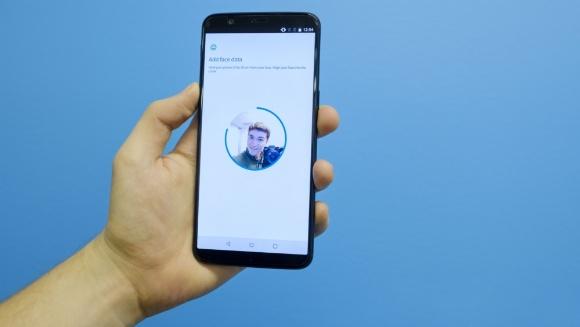 OnePlus 5'e yüz tanıma özelliği geliyor!
