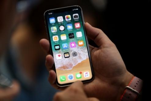 iPhone X parçalarına ayrıldı!
