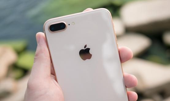 iPhone 8 Plus, Apple tarihinde bir ilke imza attı!