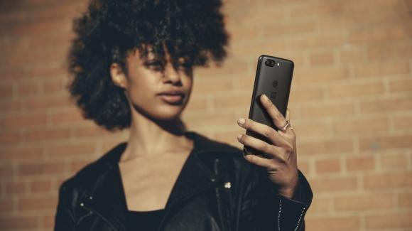 OnePlus 5T sizi iPhone X'dan hızlı tanıyor!