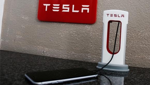 Tesla'dan akıllı telefonlar için Desktop Supercharger!