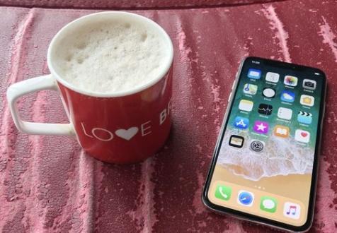 Tim Cook iPhone X kahve parası bile değil dedi!