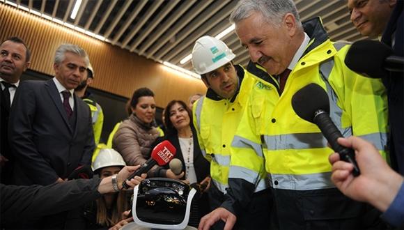 3. havalimanında yolculara robotlar yardımcı olacak!