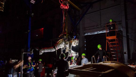 Uzay yürüyüş simülatörü test ediliyor