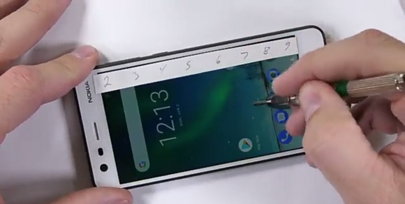 Nokia 2 dayanıklılık testinde!