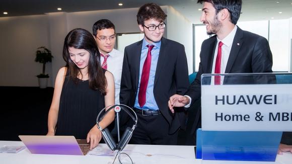 Huawei'den öğrencilere büyük destek!
