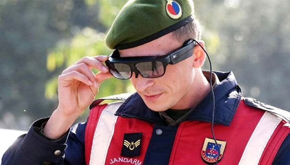 Jandarmanın akıllı gözlüğü Takbul ne işe yarıyor?