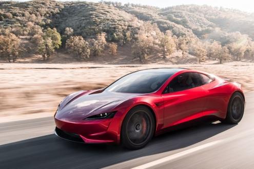 Tesla Roadster uçan otomobil olabilir!