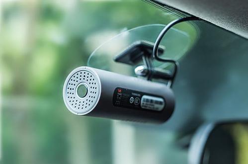 Ses ile kontrol edilebilen araç içi kamera
