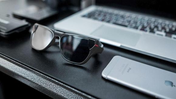 Youtube ve Facebook canlı yayını yapan güneş gözlüğü!