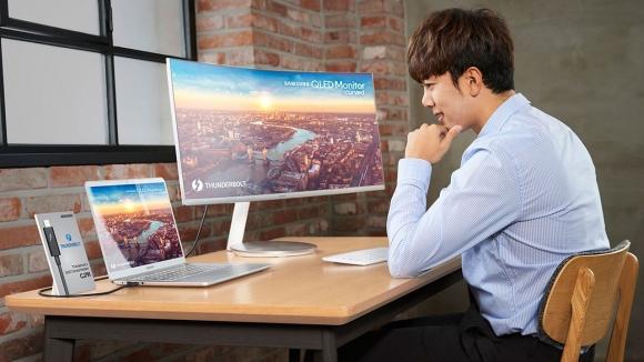 Samsung Thunderbolt 3 QLED kavisli monitörünü duyurdu!
