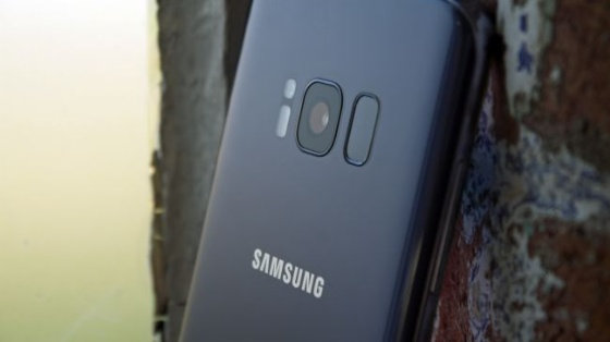 Patlayan Galaxy S8 bir arabayı kül etti