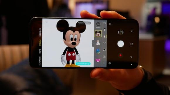 Samsung'dan Apple'a animoji çalımı!