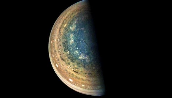 Jüpiter'in mavi desenleri görüntülendi!