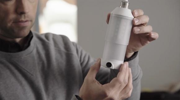 Üstünde kamera bulunan akıllı ampül