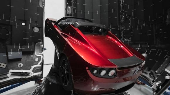 Tesla Roadster hedefi şaşırdı!