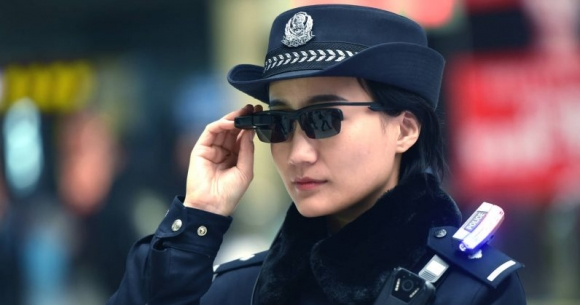 Polisler yüz tanıma gözlükleri kullanacak!