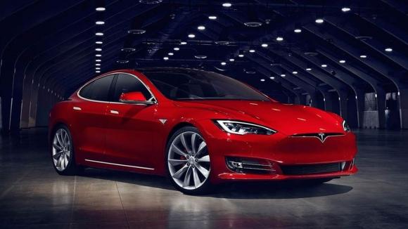 123 bin Tesla Model S geri çağrılıyor!