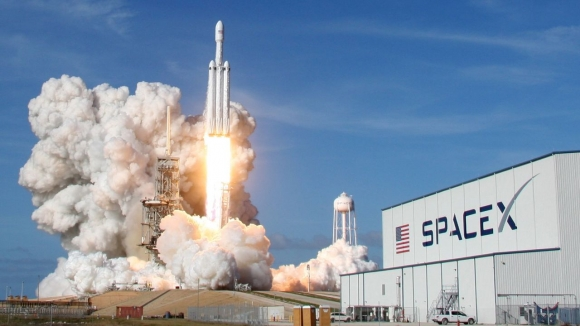 SpaceX roketi iyonosferde delik açtı!