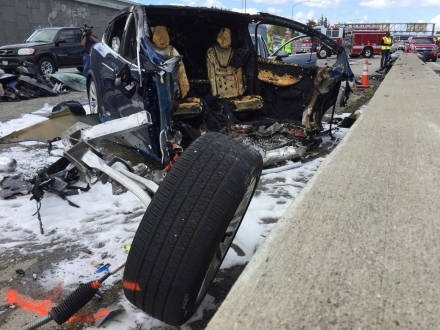 Tesla'dan kaza itirafı geldi!