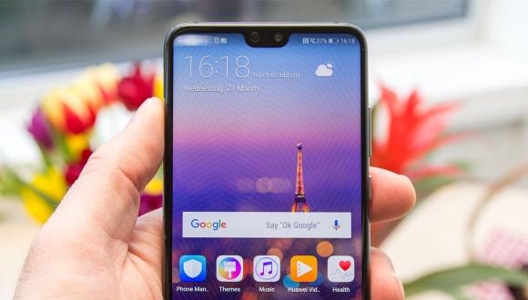 Huawei: Ekran çentiğini ilk olarak biz düşündük!