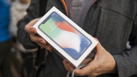 Apple, iPhone kutu içeriğini daha da azaltacak