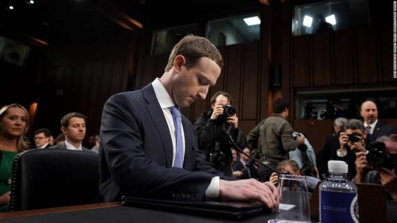 Zuckerberg canlı yayında ifade verdi!