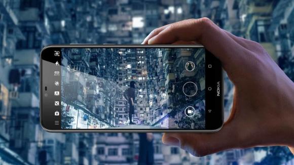 Camla kaplı Nokia X6 resmen tanıtıldı!