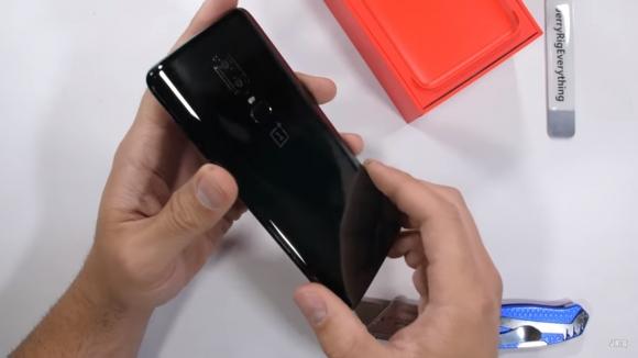 OnePlus 6 dayanıklılık testi yayınlandı!