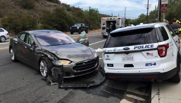 Tesla otopilot modunda kaza yaptı!