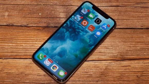 Ucuz iPhone X'in ekranı OLED mi olacak?