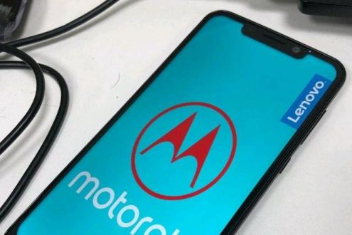 Motorola One ortaya çıktı!