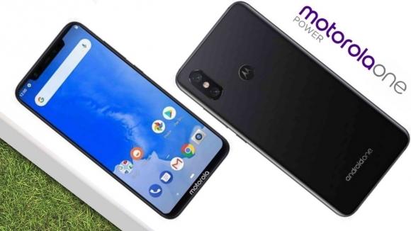 Motorola'dan çentikli Android One modeli geliyor!