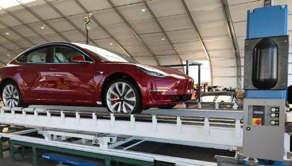 Tesla montaj çadırları kurdu!