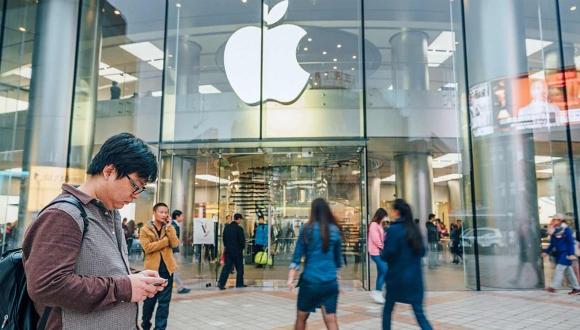Apple Store aynı anda beş kişi tarafından soyuldu!