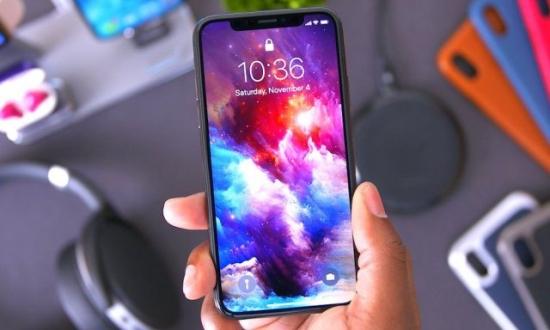 Apple yeni iPhone ekranları için kiminle görüşüyor?