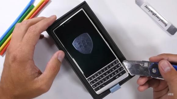BlackBerry KEY2 dayanıklılık testinde!