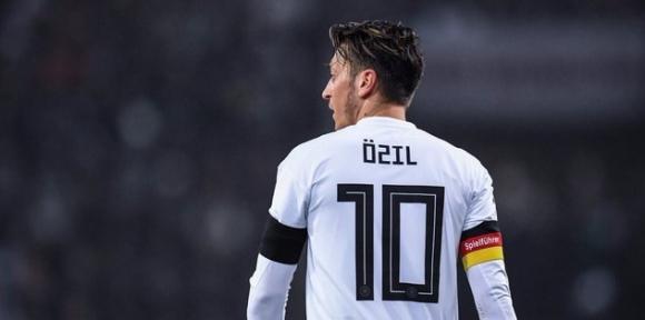 Mesut Özil'e sosyal medyadan destek yağıyor!