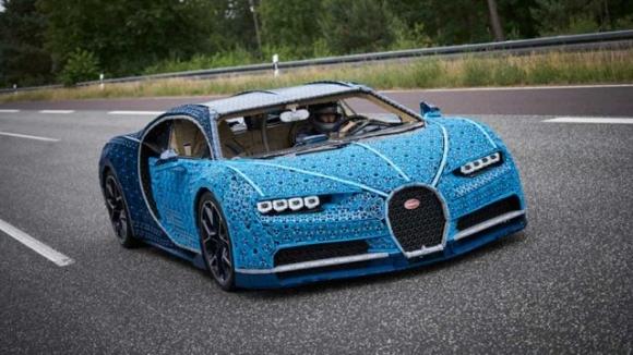 1 milyon parça ile gerçek boyutta LEGO Bugatti Chiron!